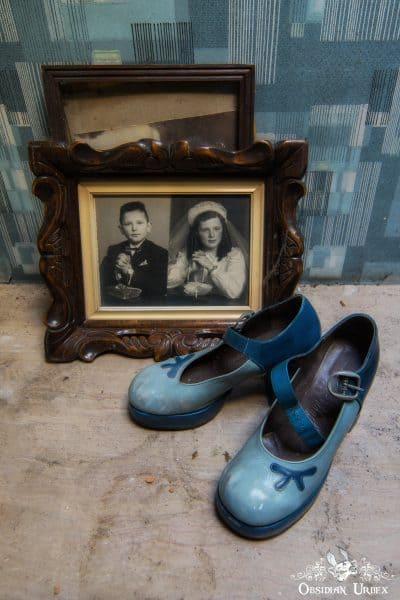 Maison Radio Photo And Blue Shoes