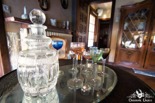 Manoir du General P Decanter And Crystal Glasses