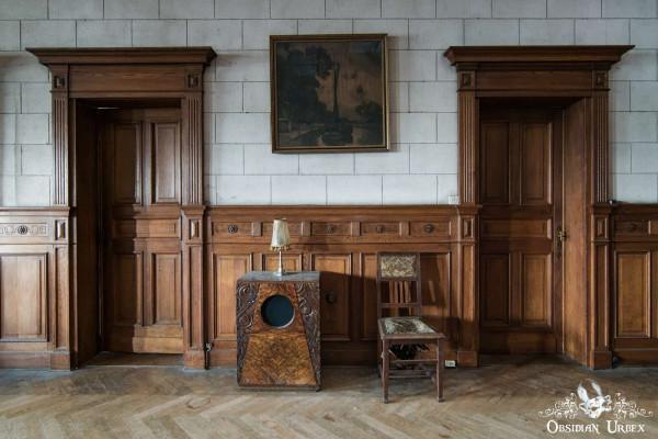 Town Mansion Belgium Doors and Radio