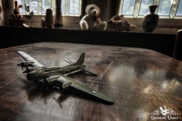 Town Mansion Belgium Model Plane Toy