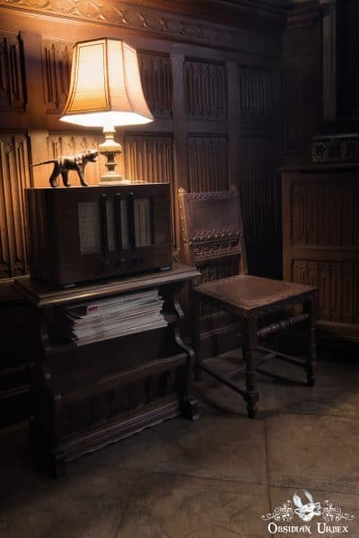 Town Mansion Belgium Radio Lamp Chair
