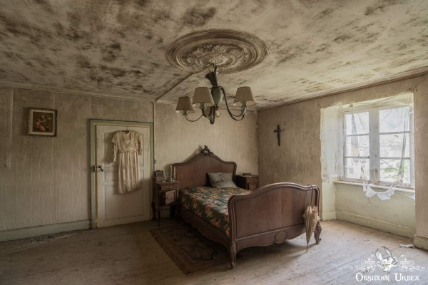 Maison Kirsch Luxembourg abandoned house master bedroom with double bed chandelier and night gown