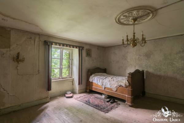 Maison Kirsch Luxembourg abandoned house second bedroom with single bed and chandelier