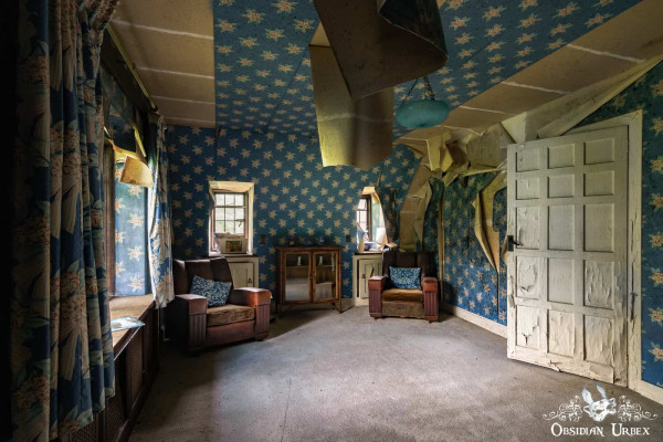 Rockstar Mansion England abandoned manor house sitting room with peeling blue star wallpaper