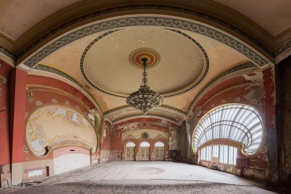 Casino Royale Romania Featured Image