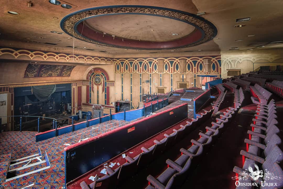 Royalty cinema england obsidian urbex photography for Auditorium stage decoration