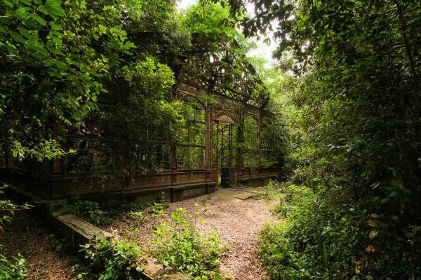 Steampunk Greenhouse Italy Featured Image
