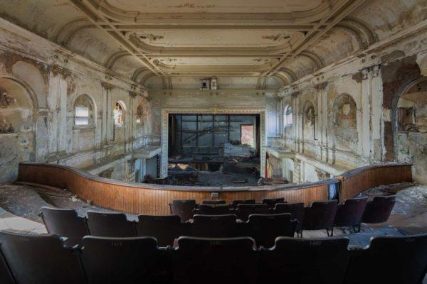 Veronicas Veil Theatre USA Featured Image
