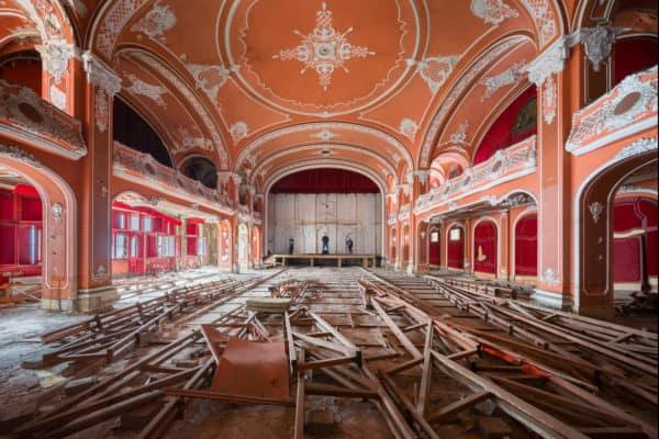 Hungary Urbex Tour 2019 Red Ballroom Theatre and Former Cinema Selfie Janine Pendleton